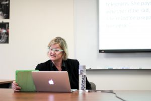Dr. Elizabeth Losh discussing women, technology and the U.S. election. Photo by Theresa Shim